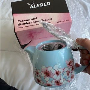 Ceramic tea pot BRAND NEW